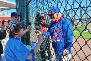 Manager Maddon chats with fan