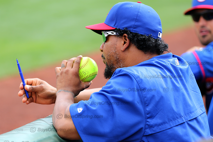 Manny Ramirez blows dry Ferrell autograph