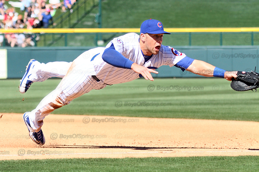 Mike Olt dives for ball