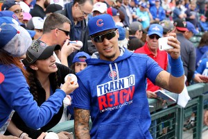 Javier Baez take selfie with fan